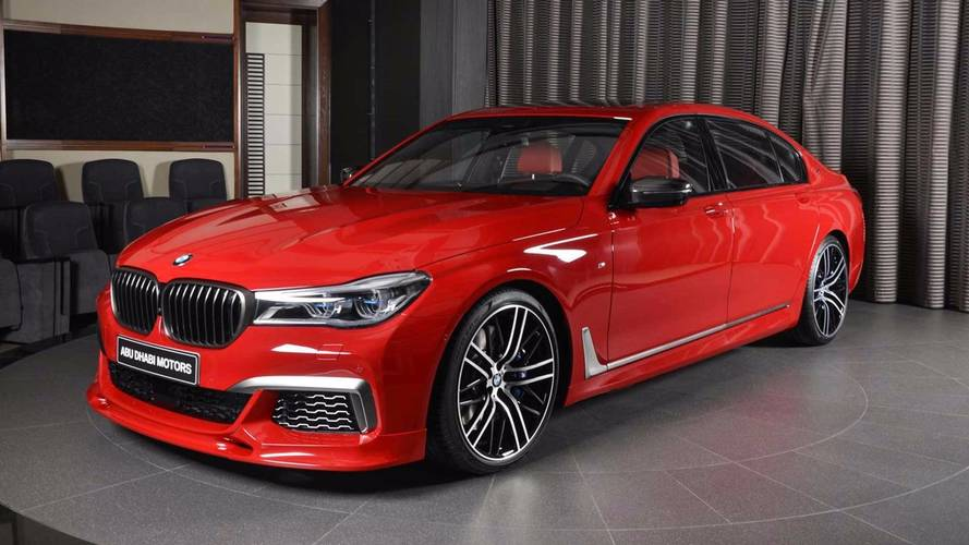 PHOTOS - Une BMW M760Li xDrive peinte en rouge Imola
