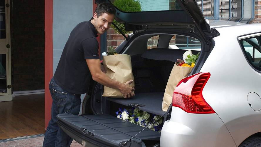 UK Study: Two In Five Drivers Waste Fuel Due To Cluttered Trunks