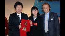 Daisuke Nagasato, Kim Teakyung e Hiroaki Yakubo, autori del progetto Tre Diviso, con il Presidente Montezemolo