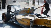 La Renault de Kevin Magnussen en feu