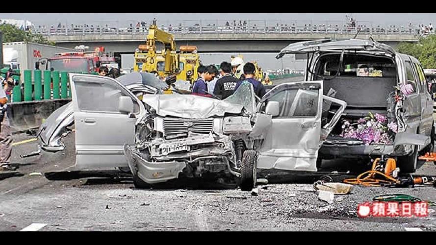 VÍDEO: Câmeras instaladas em ônibus mostram grave acidente na China
