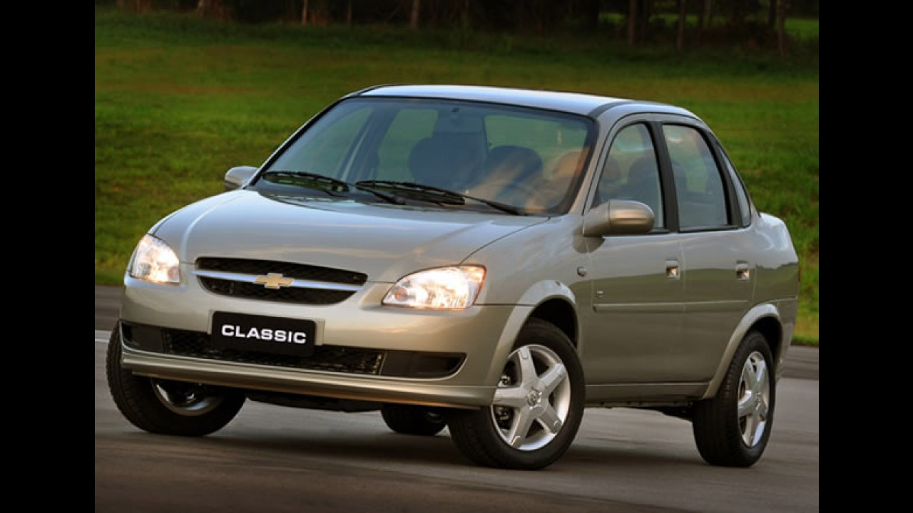 Novo Chevrolet Classic chega em 2010 - Versão atualizada é flagrada na Argentina - Veja fotos