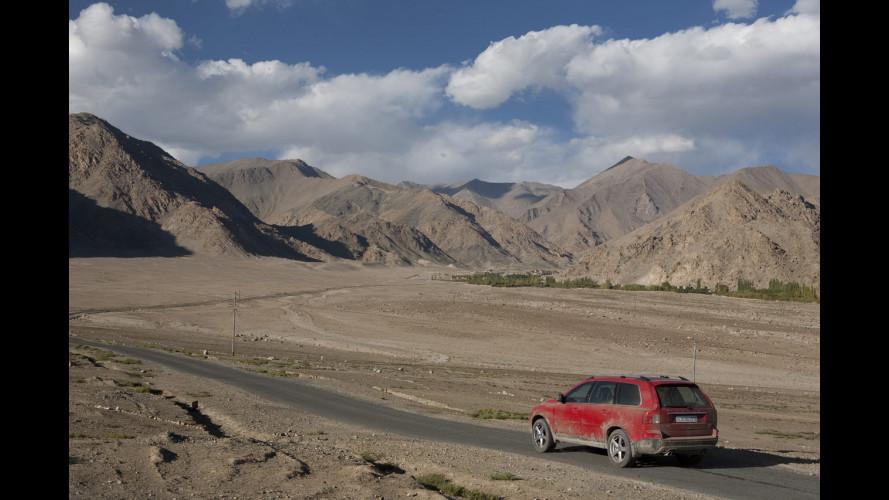 Volvo XC90 R-Design debutta a Bollywood