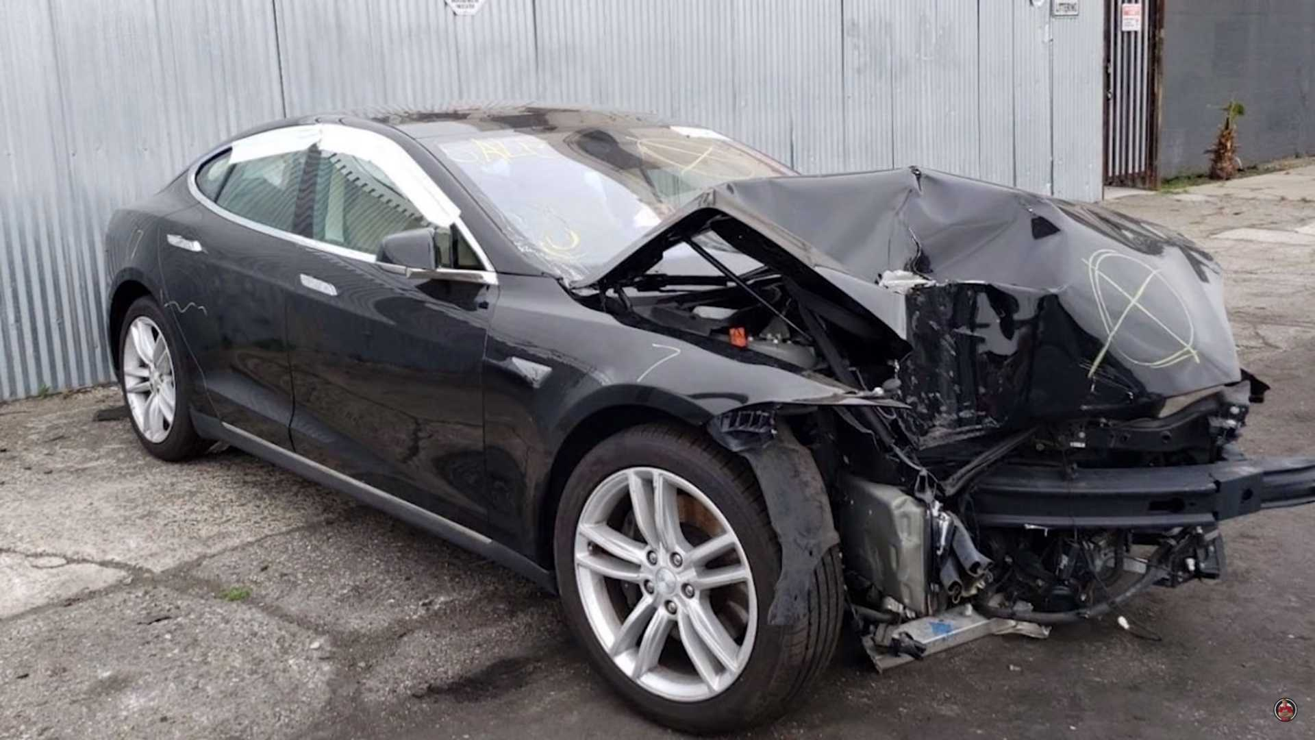 See This Heavily Damaged Tesla Model S