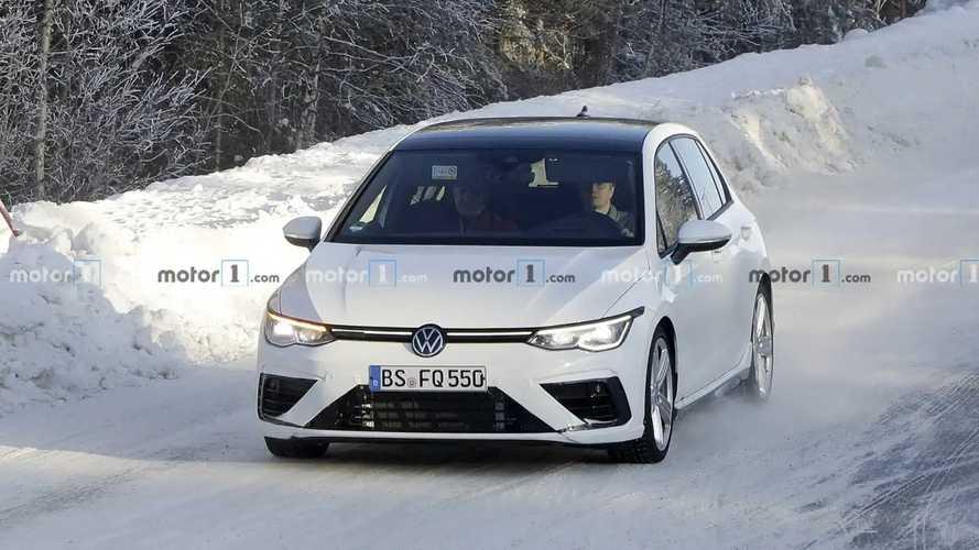VW Golf R (2020) auf neuen Erlkönigbildern