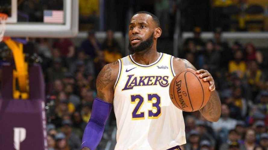 Hummer elettrico verso il debutto con LeBron James