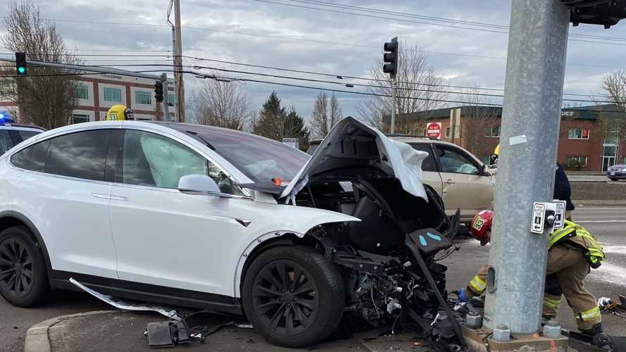 TeslaCam Captures Horrific Tesla Model X Crash: Occupant Just Bruised