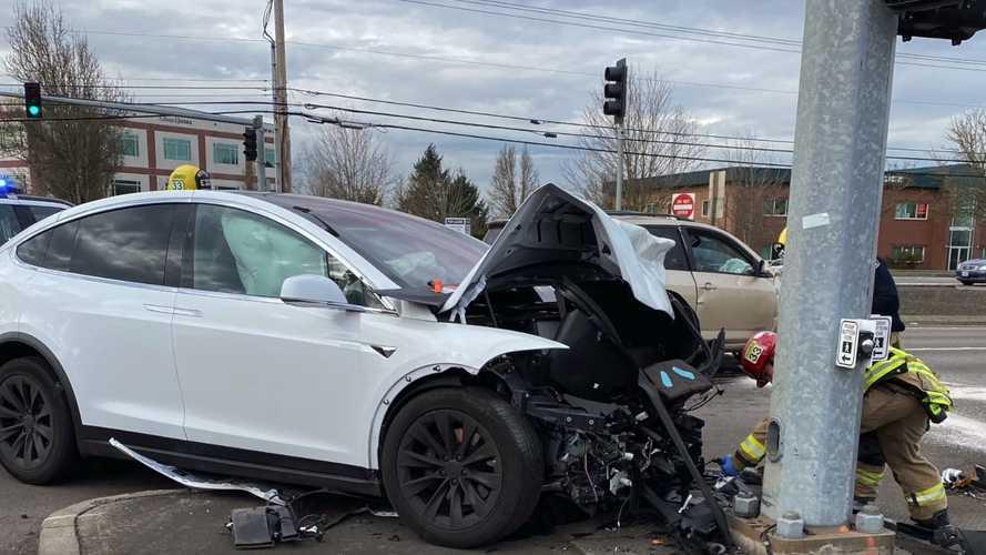 TeslaCam Captures Horrific Tesla Model X Crash: Occupant Just Bruised