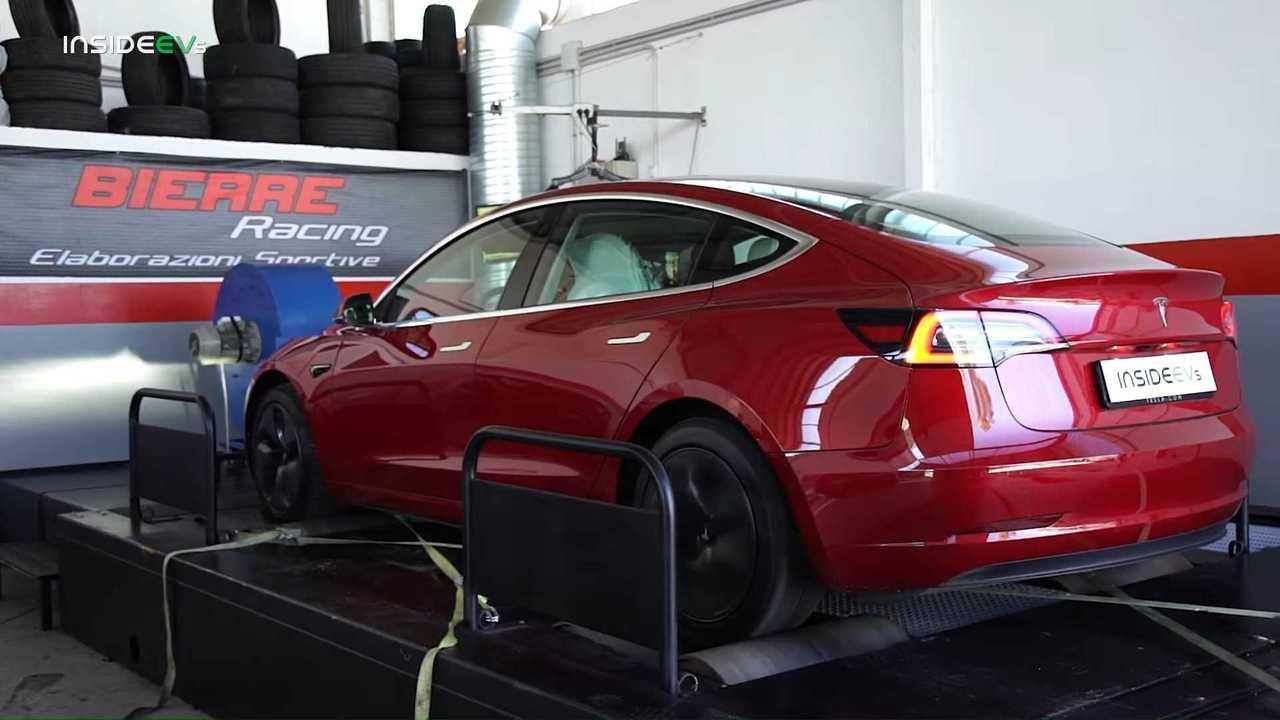 Tesla Model 3, la doppia prova al banco