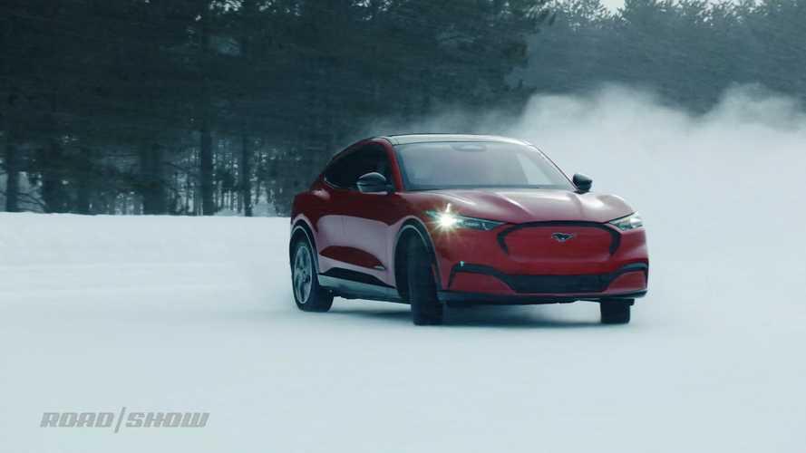 Videó: Így lehet majd farolgatni a Ford Mustang Mach-e-vel