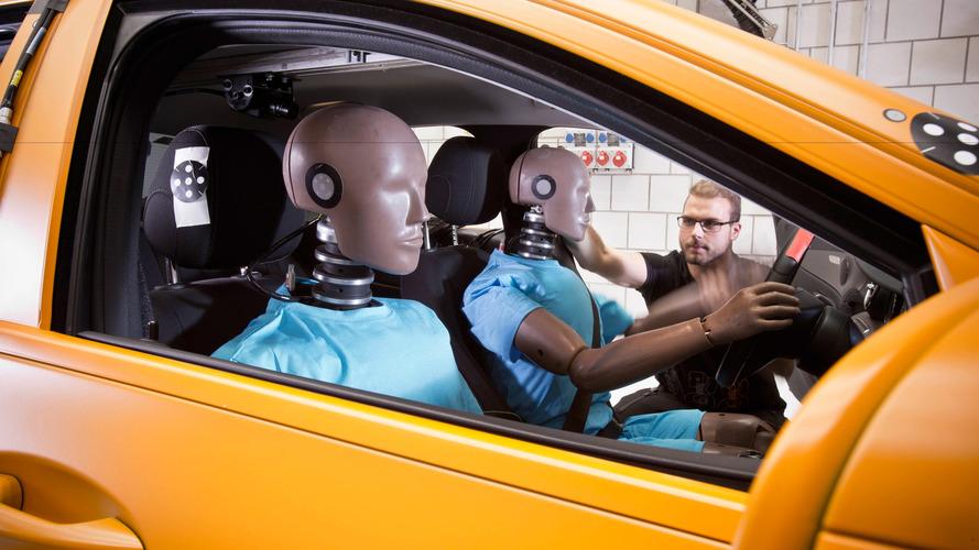 VIDÉO - Voilà comment Mercedes teste la sécurité de ses voitures