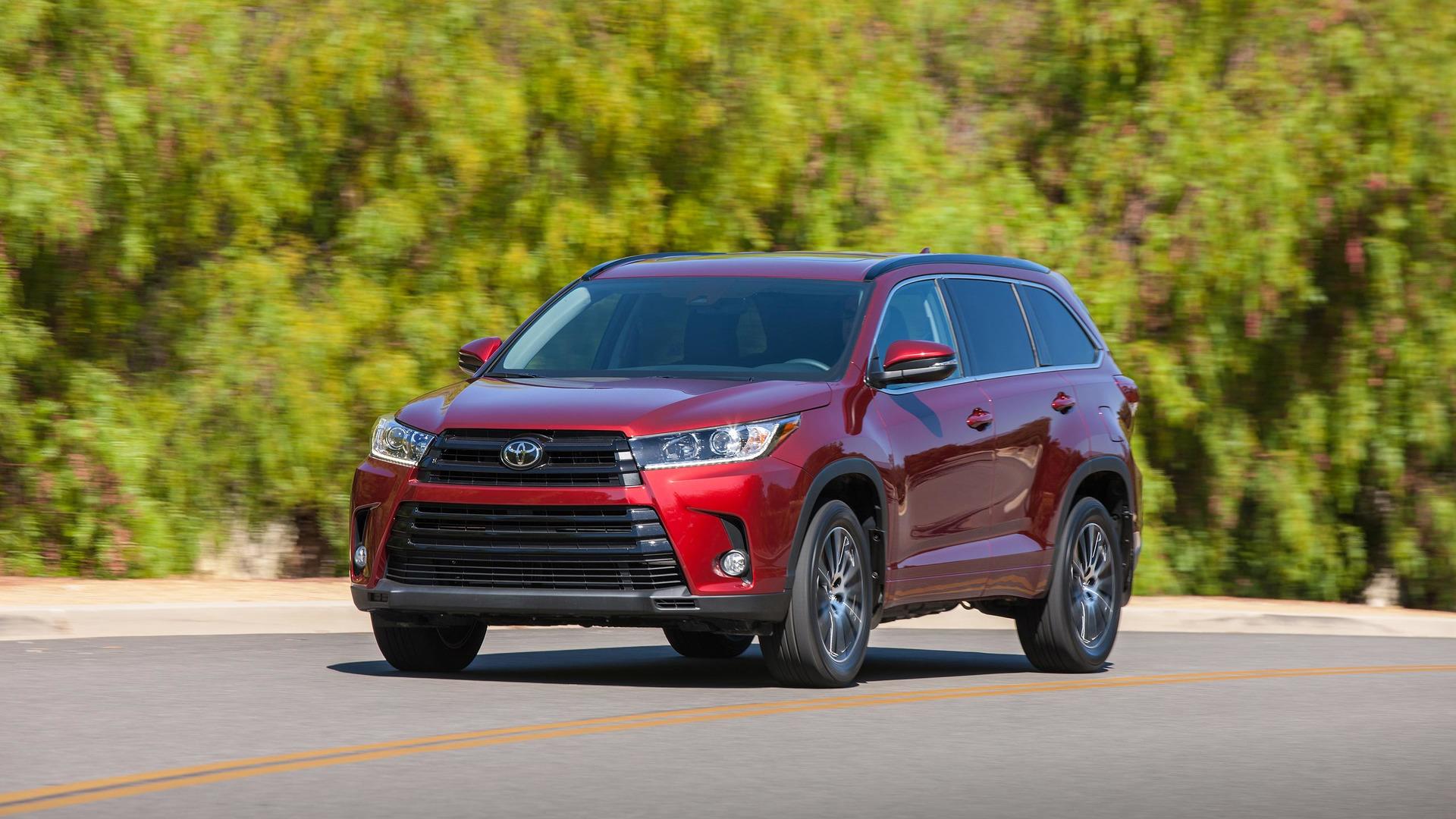 2017 Toyota Highlander Hybrid Gets Price Drop Updates Throughout Lineup