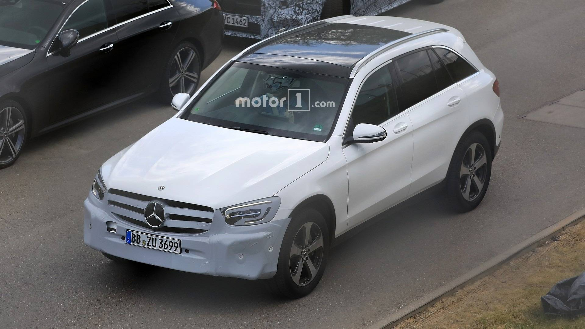 mercedes benz 2019 glc 2019 Mercedes GLC Facelift Spied Inside And Out mercedes benz 2019 glc