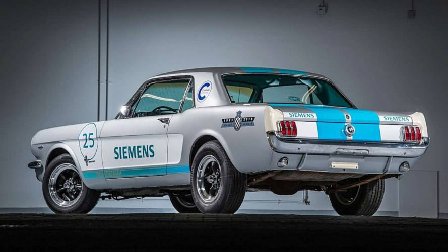 Ford Mustang 1965 guida autonoma