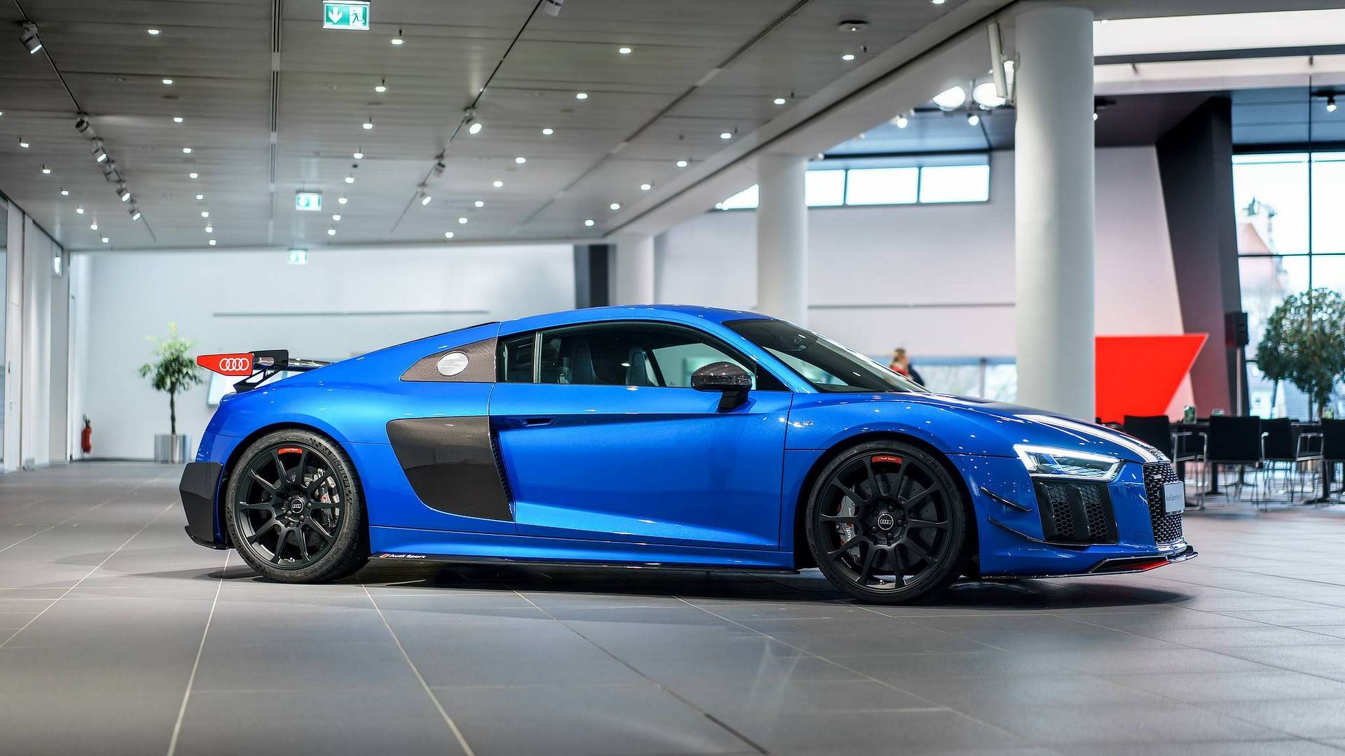 Audi R V Plus Has The Wow Factor With Optional Performance Parts - R8 audi