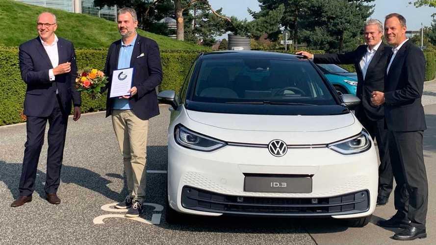 Volkswagen entrega 1ª unidade do elétrico ID.3 1ST ao cliente