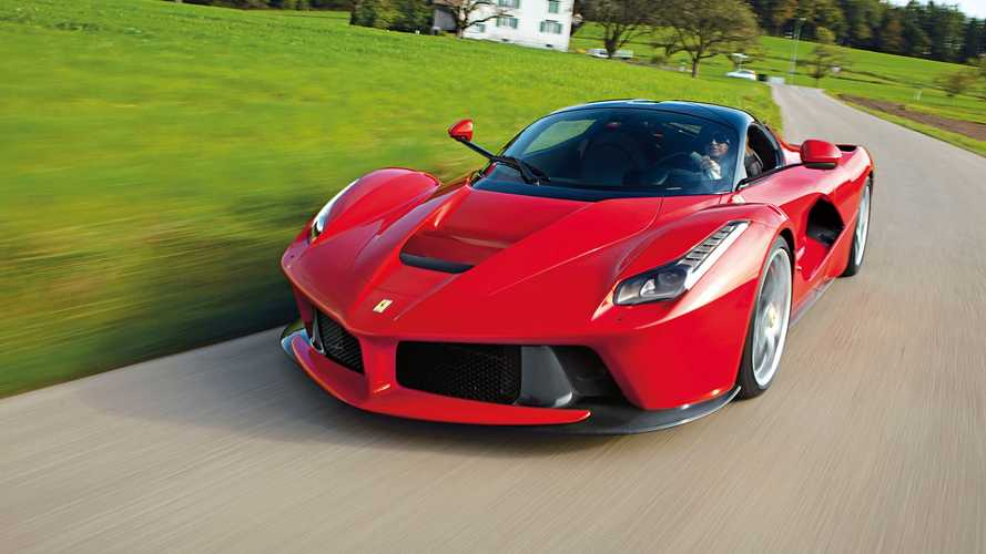 Lomba Berujung Celaka, Ferrari LaFerrari Ini Berputar Bak Gasing