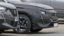Peugeot 308 (2021) mit weniger Tarnung erwischt