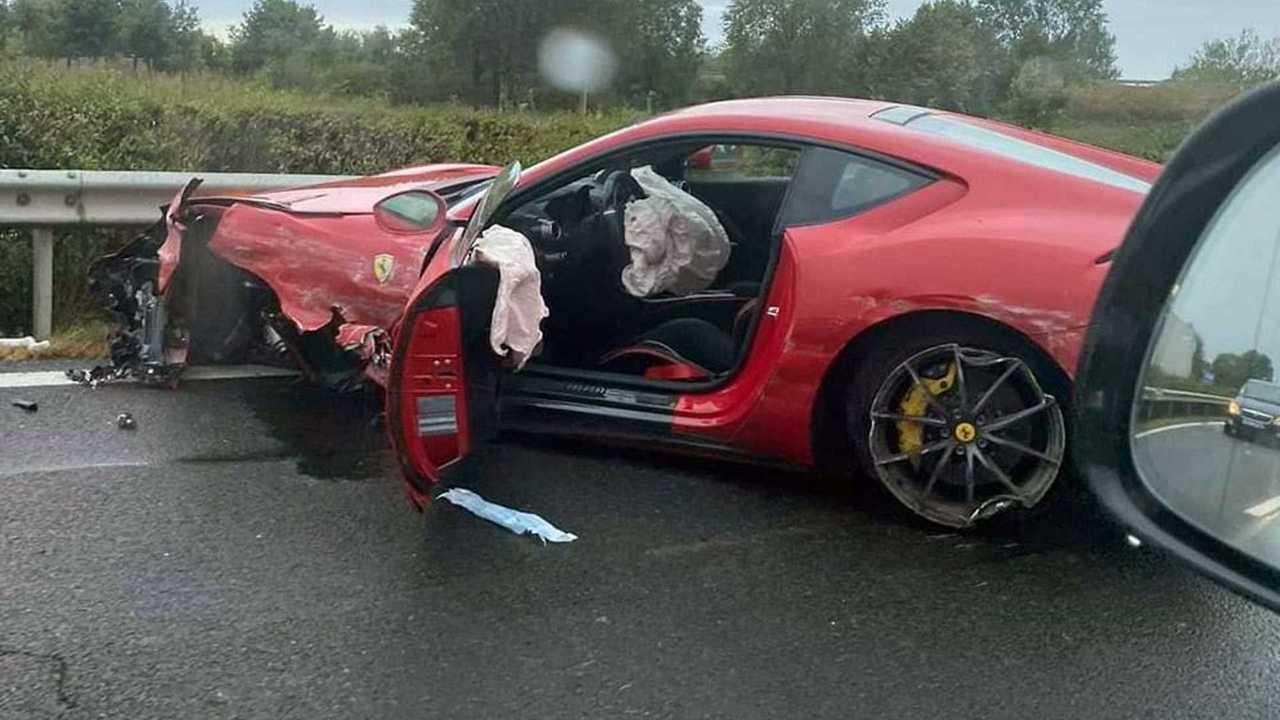 Ferrari 812 Superfast crash