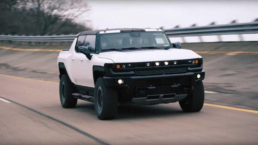 GM mostra a super picape elétrica GMC Hummer na pista de testes pela 1ª vez
