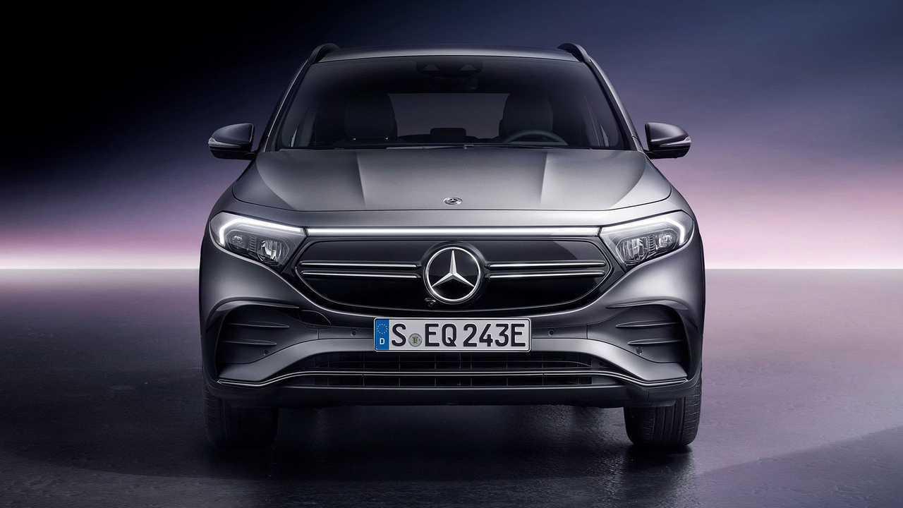 Mercedes-Benz EQA получил 2 полноприводные версии
