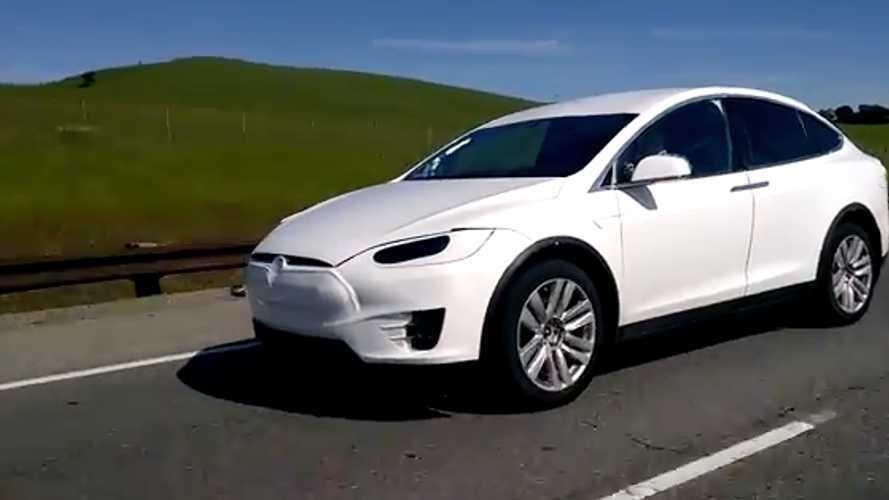 Model X bu sefer video kameralara yakalandı