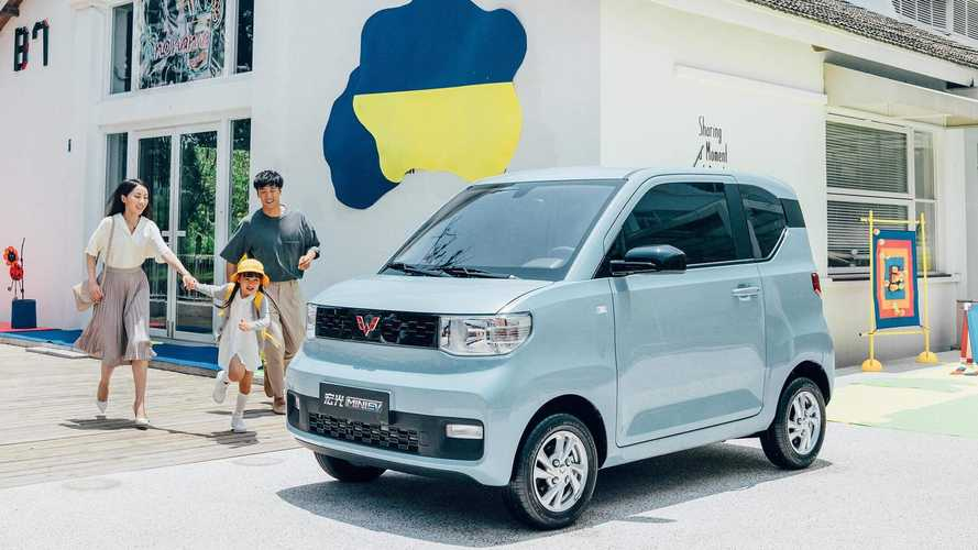 China: Wuling Hong Guang MINI EV Amazes With 35,000+ Sales In December