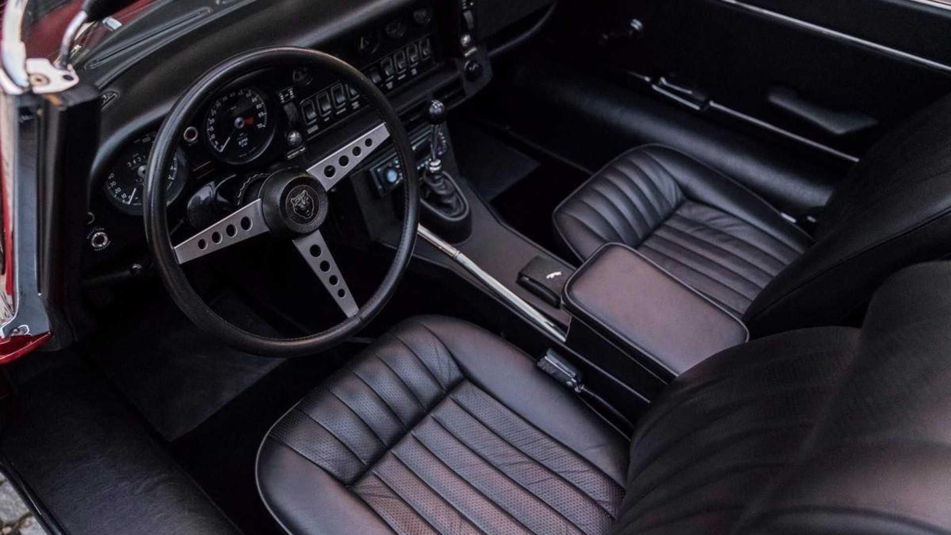 "[""1973 Jaguar XKE V12""]"