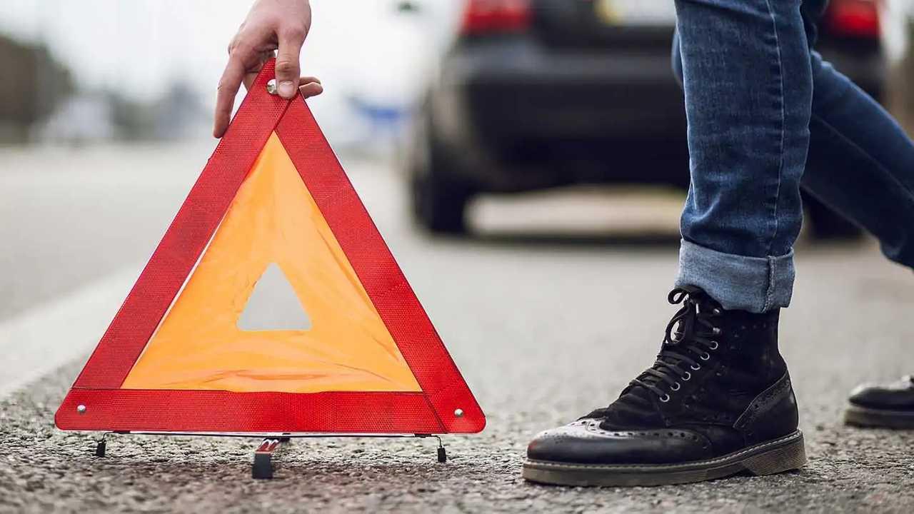 Man sets warning triangle behind disabled car