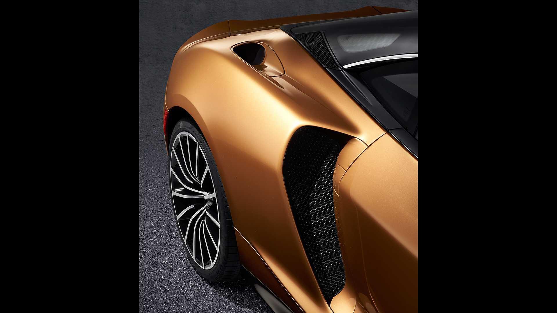 McLaren представил практичный 620-сильный спорткар GT
