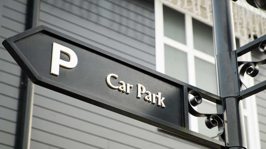 Government offers NHS and social care staff free parking