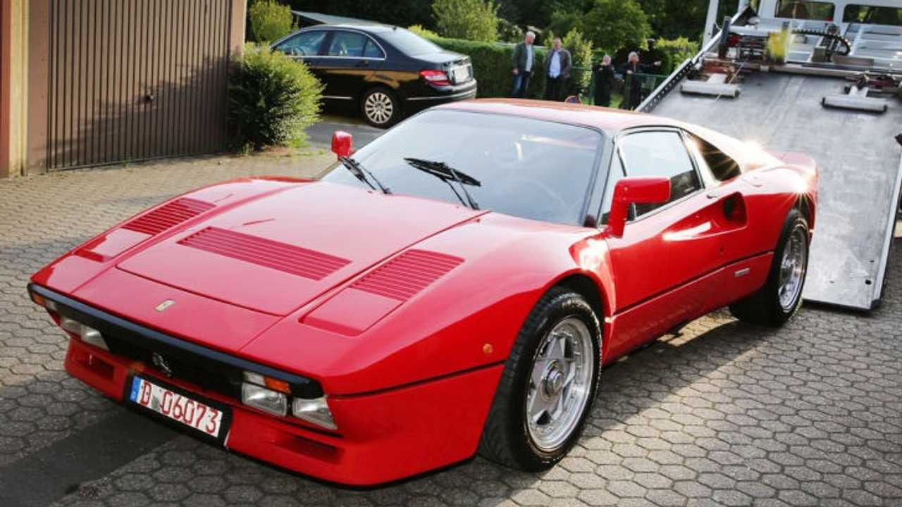 Ferrari 288 GTO fly