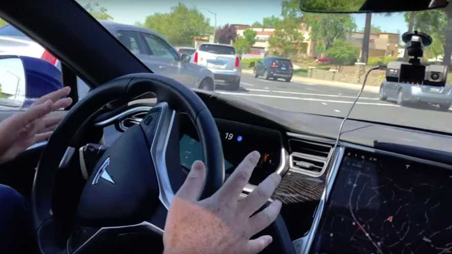 Watch Tesla Autopilot Successfully Make Left Hand Turn At Stoplight
