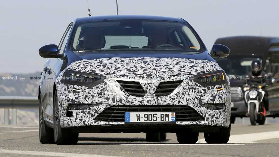 Renault Megane estate facelift new spy photos