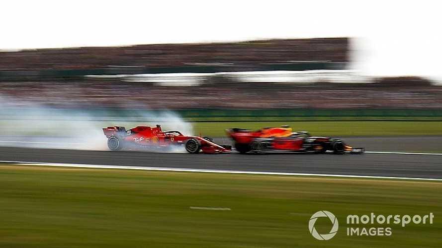 Vídeo: la embestida de Vettel a Verstappen que cambió el podio de Silverstone
