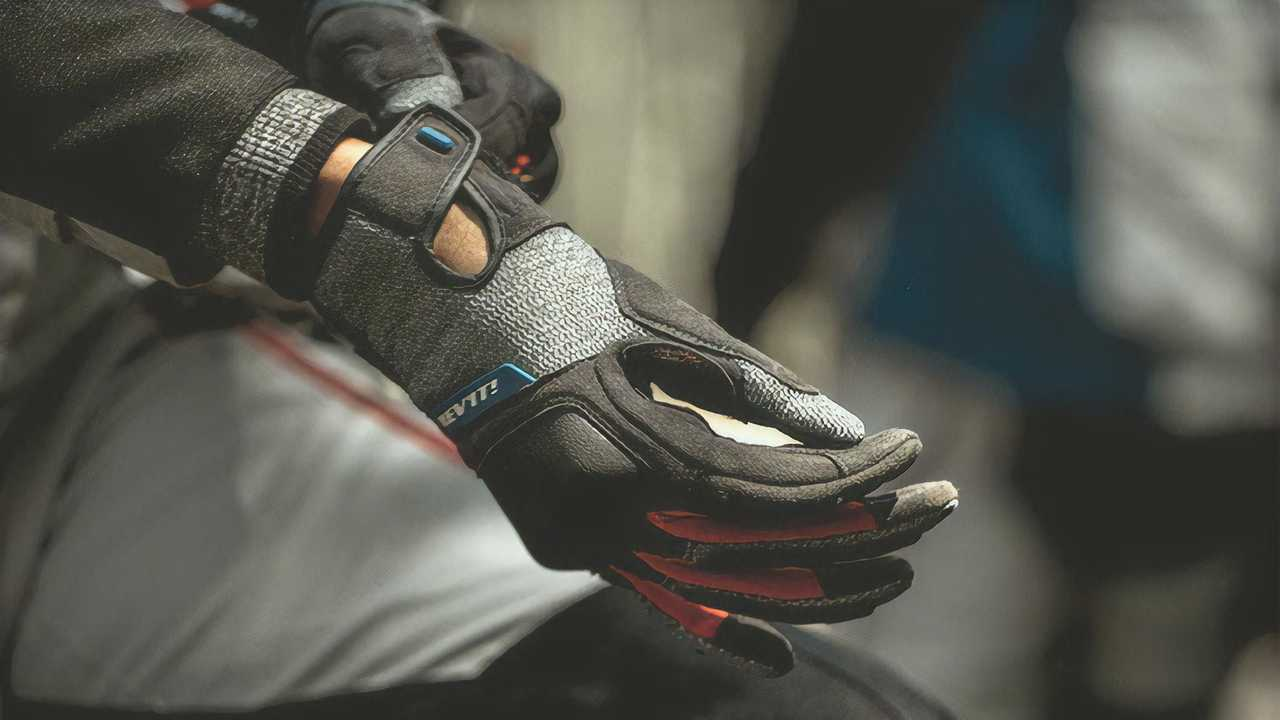 REV'IT! Gloves Sand 4 - Black and Red - On Rider