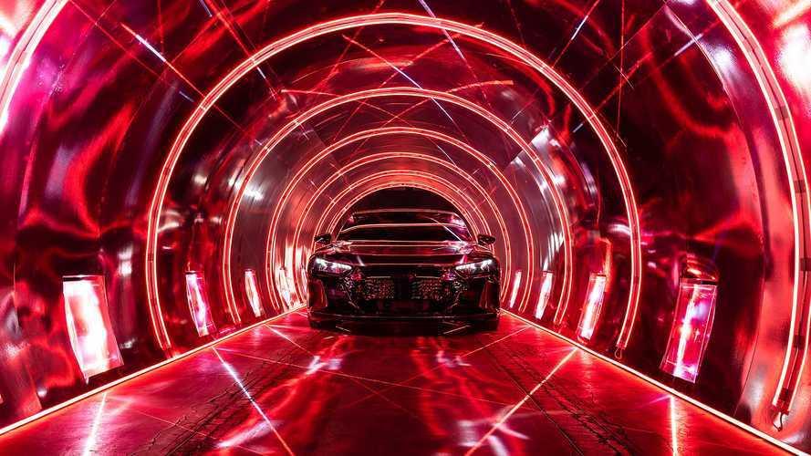Videó: Minden porcikáját megtekinthetjük az Audi E-Tron GT-nek