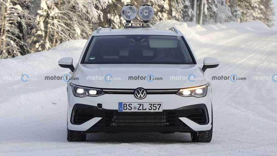 2022 VW Gold R Wagon Spy Photos