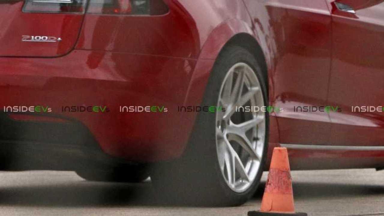 Tesla Model S P100D+ Tires