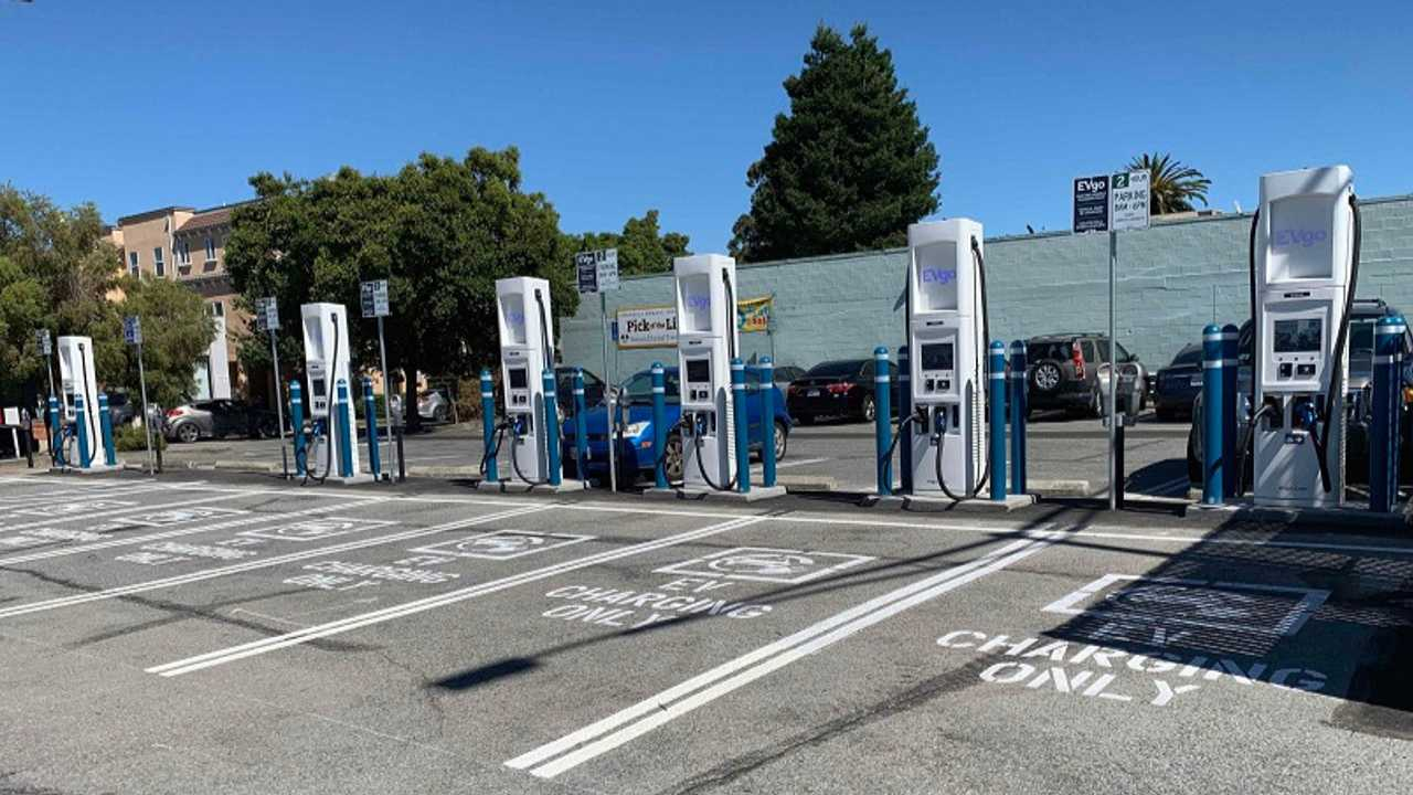 Six EVgo 100 kW-capable fast chargers now open at 1133 Chula Vista Ave in Burlingame's Broadway District
