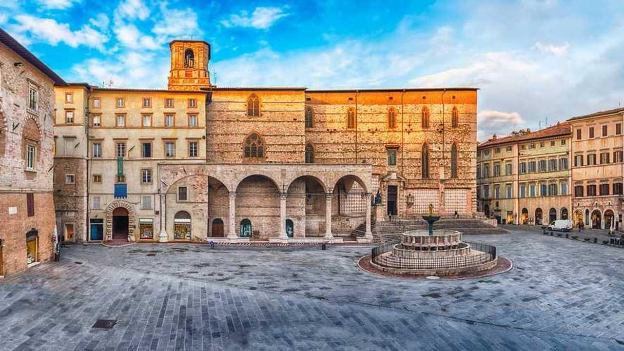 Auto elettriche a Perugia, accesso ZTL, strisce blu e altre agevolazioni