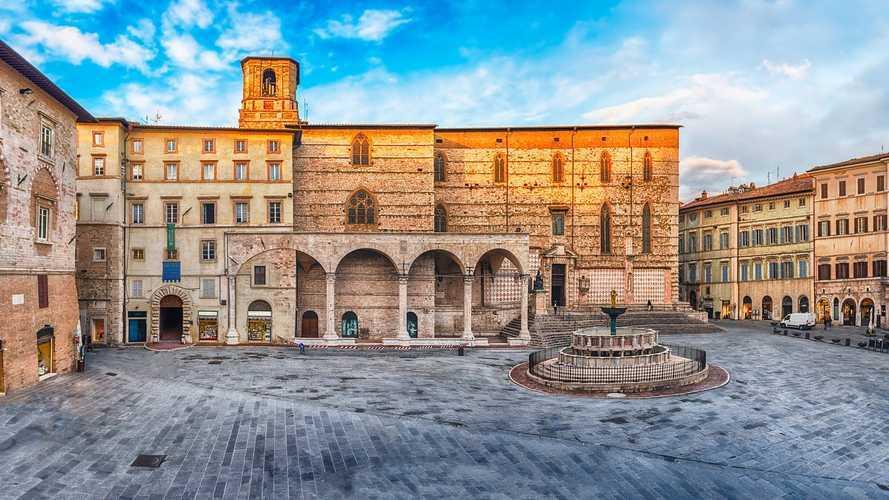 Auto elettriche a Perugia, accesso ZTL, strisce blu e agevolazioni