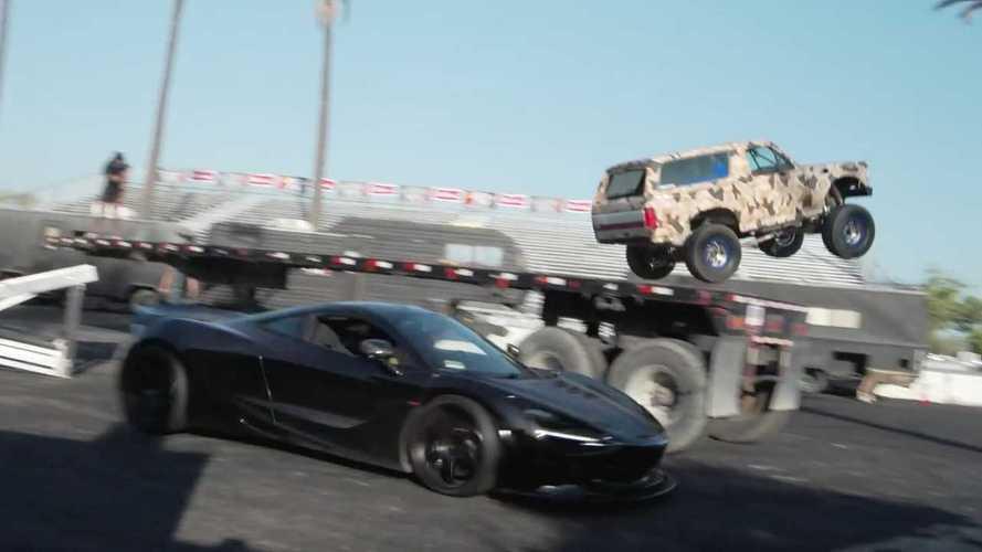 Ford Bronco с мотором от Escalade прыгает через 1000-сильный McLaren 720S