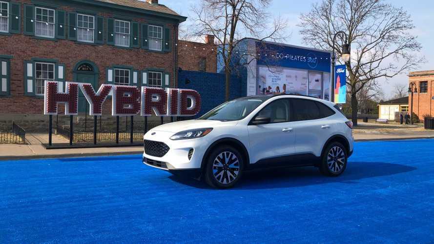 Esperado no Brasil, novo Ford Escape Hybrid faz 18,7 km/litro