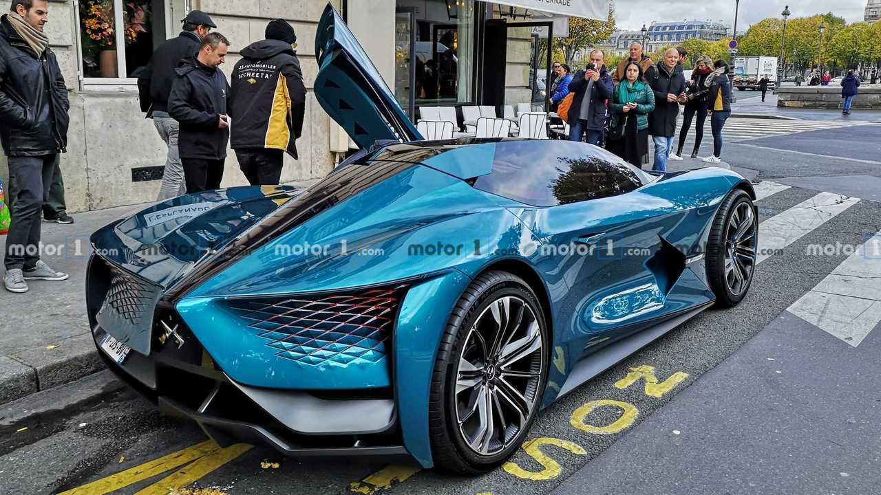 DS X E-Tense Concept dans les rues de Paris