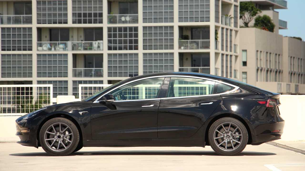 2019 Tesla Model 3: Сравнение