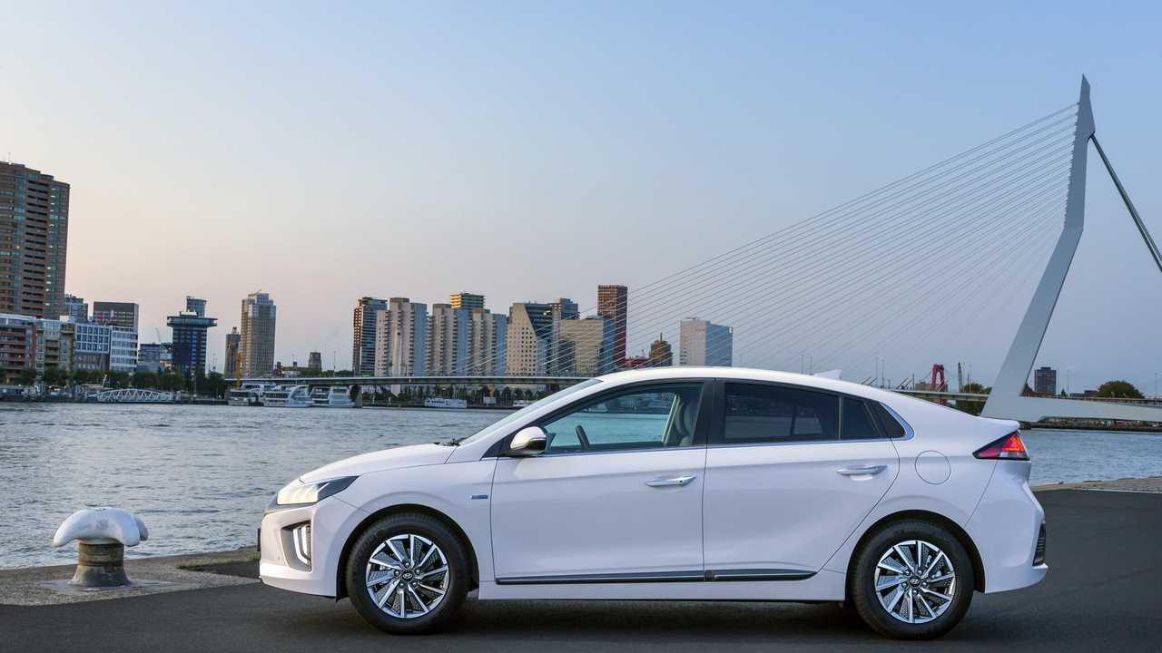 Mid-Cycle Facelift For The Hyundai Ioniq Electric Appears In Amsterdam