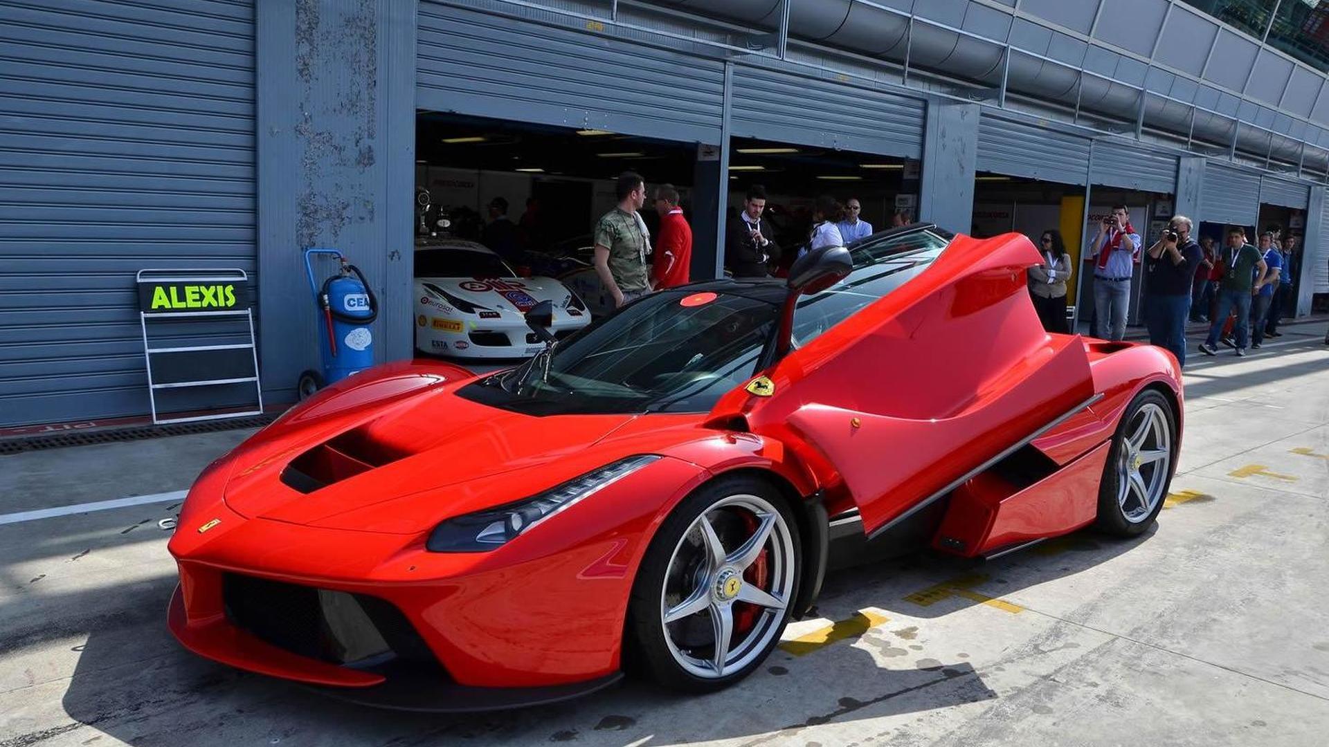 Laferrari Trio Tackles Monza During Ferrari Corse Clienti Event Video