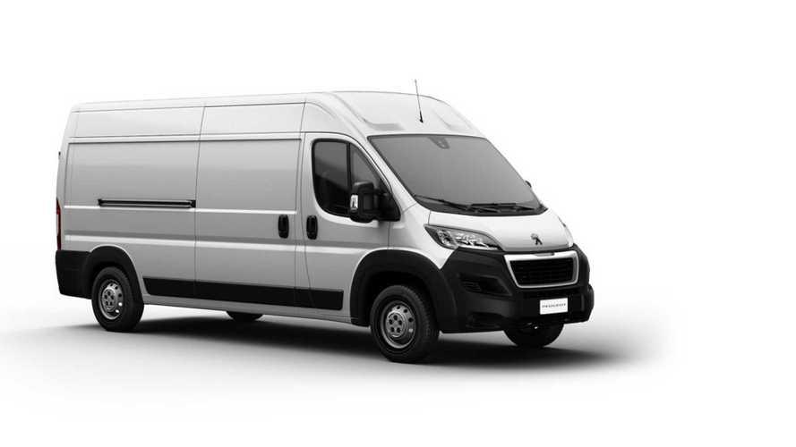 Novo Peugeot Boxer aparece em site oficial em versão furgão