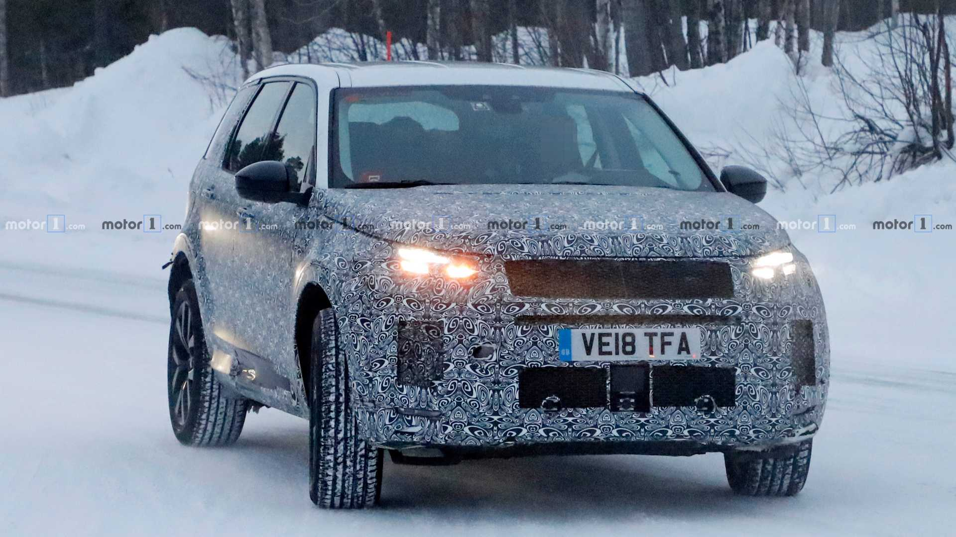 2014 - [Land Rover] Discovery Sport [L550] - Page 12 Land-rover-discovery-sport-spy-photo